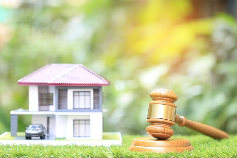 leilão judiciário de direitos sobre propriedade fiduciária